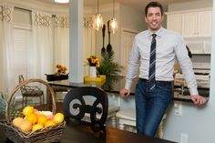 In a farmhouse design, the side table seems to have important roles that are unreplaceable. The farmhouse side table is Cute Dorm Rooms, Cool Rooms, Hgtv Property Brothers, Living Room Designs, Living Room Decor, Drew Scott, Jonathan Scott, Long House, Farmhouse Side Table
