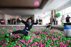 Kerry Hotel in Shanghai filled a swimming pool with ONE MILLION balls.