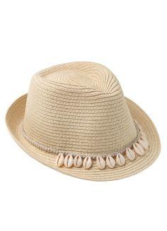 NUEVA COLECCIÓN MAORI   GORA Sombrero borsalino de ala estrecha fabricado en fibra natural de color paja clara y decorado con conchas cauries.