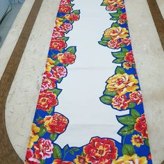 Get it or nah Diy And Crafts, Arts And Crafts, Paper Crafts, Patchwork Kitchen, Room Door Design, Table Runner Pattern, Patch Quilt, Table Toppers, Cloth Napkins
