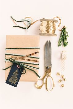Beautiful DIY Gift Wrap Ideas for all Your Holiday Presents Holiday Fun, Holiday Gifts, Christmas Holidays, Merry Christmas, Christmas Ideas, Christmas Gifts, Christmas Decorations, Holiday Decor, Diy Beauté