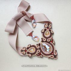 Сутажное колье `Будь собой` Tatting Necklace, Soutache Necklace, Fabric Necklace, Paper Jewelry, Macrame Jewelry, Diy Jewelry, Handmade Necklaces, Handcrafted Jewelry, Shibori
