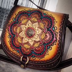 @tipoeubolsas #leather #leathercarving #handmade