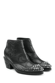 MCQ BY ALEXANDER MCQUEEN . #mcqbyalexandermcqueen #shoes #