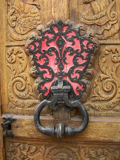 Fleur de lis, door knocker. Awesome. I want this in my house as a wall decoration.