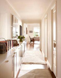 50 ideas para decorar y aprovechar el PASILLO * como el mío. Living Room Interior, Living Room Decor, House Color Palettes, Cute Furniture, Sweet Home, Entryway Bench Storage, French Style Homes, Small Entryways, Hallway Designs