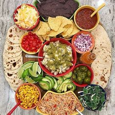 The baker mama Taco Bar Board Party Food Platters, Food Trays, Party Food Bars, Bar Food, Party Dips, Mexican Food Recipes, Healthy Recipes, Ethnic Recipes, Charcuterie Board