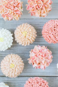 Floral Cupcakes - techniques on using frosting tips to create flowers