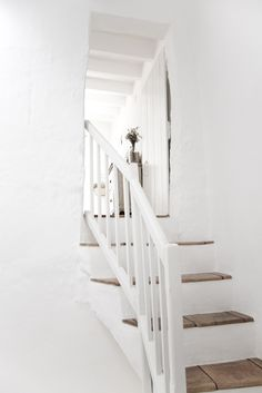 Wooden stair steps. Aren't these great? What a simple idea for updating those old stairs.
