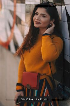 5 Shocking Purse Pics Woman Wearing Mustard-colored Sweater And Striped Skirt With Hanged Camera On Shoulder Leaning On Wall Lazy Outfits, Spring Outfits, Fashion Outfits, Fashion Fashion, Diy Bracelets With Thread, Off Shoulder Outfits, Shoe Wardrobe, Cool Sunglasses, Matching Outfits