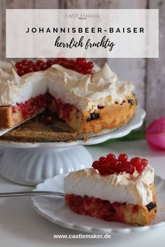 The fluffy redcurrant cake with meringue cap is simply delicious and so beautiful . Christmas Cupcake Flavors, Christmas Cupcakes, Cheesecake Recipes, Cupcake Recipes, Meringue Cake, Wedding Cupcakes, Yummy Cakes, Sweets, Desserts