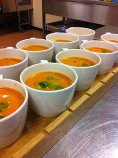 Walking Dinner - De Wandelaar - Paprika saffraan soepje: krachtige soep met uitgesproken smaken