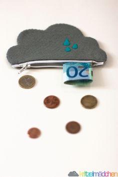 Aus allen Wolken fällt nun dein Kleingeld. Diese hübsche Geldbörse ist ein echter Hingucker und fällt auf im Supermarkt :-) Sie ist aus Filz un...