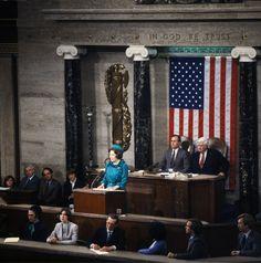 Koningin Beatrix tijdens haar toespraak tot het Congres van de Verenigde Staten begin jaren tachtig.