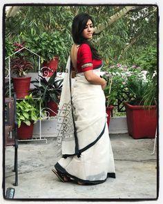 How to Select the Best Modern Saree for You? Kerala Saree, Indian Sarees, Modern Saree, Saree Models, White Saree, Simple Sarees, Ethnic Looks, Saree Look, Elegant Saree