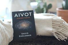 Kirja, johon hullaantua: Aivot Ihmisen tarina - David Eaglemanin populisisen kiinnostavat kuvaukset ja vertailut ihmisen aivojen käsittämättömästä kapasiteestista, toimintakyvystä ja mahdollisuuksista herättivät taas kiinnostukseni ihmismieltä kohtaan ihan uusiin sfääreihin.