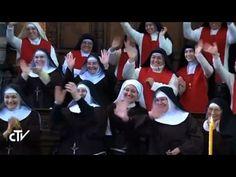 Napoli, il Papa travolto dall'affetto delle monache di clausura - YouTube