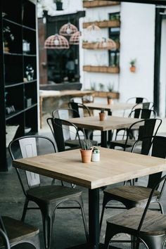 4 Awesome Cool Ideas: Simple Industrial Cafe industrial modern home. Rustic Coffee Shop, Rustic Cafe, Coffee Shop Design, Coffee Shops, Rustic Bench, Kitchen Rustic, Rustic Cottage, Rustic Shelves, Rustic Modern