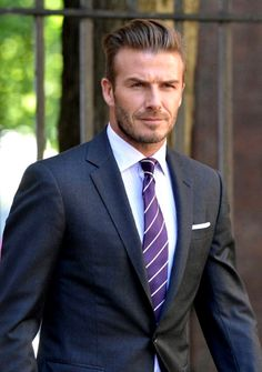 awesome David Beckham Hair - All Hairstyles Through The Years Gentleman Mode, Gentleman Style, Sharp Dressed Man, Well Dressed Men, Fashion Night, Suit Fashion, Fashion Menswear, High Fashion, Cabelo David Beckham