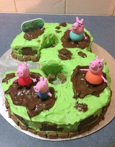 Peppa pig cake, love this one, simple yet effective.