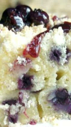 Blueberry and Cheese Coffee Cake Recipe ~ blueberries, cream cheese and a hint of lemon zest Blueberry Recipes, Blueberry Sauce, Blueberry Cheesecake, Just Desserts, Delicious Desserts, Yummy Food, Desserts Caramel, Caramel Apples, Baking Recipes