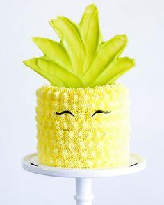 #cake #party #buttercream #buttercreamcake #feathercake #pineapplecake #pineapplebuttercream