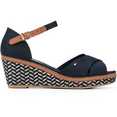 Tommy Hilfiger patterned wedge sandals (7.705 RUB) ❤ liked on Polyvore featuring shoes, sandals, blue, wedge sandals, wedges shoes, rubber sole wedge shoes, rubber wedge shoes and wedge heel shoes