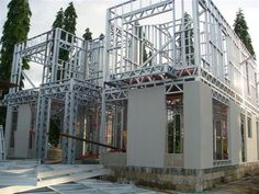 Steel framing is an approved long-term solution in the housing construction to meet the latest fashion trends and avoid traditional building material limitation. Steel Structure Buildings, Modular Structure, Metal Structure, Steel Frame House, Steel House, Steel Building Homes, Building A House, Steel Framing, Steel Frame Construction