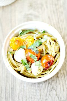 caprese linguine with pesto and blistered tomatoes | heathersfrenchpres.com #caprese