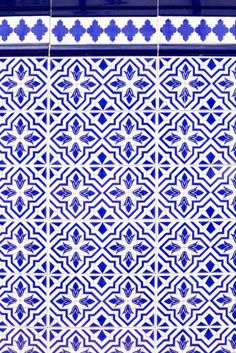 Andalusian style spanish blue ceramic tiles Wall Mural ✓ Easy Installation ✓ 365 Days to Return ✓ Browse other patterns from this collection! Spanish Pattern, Spanish Tile, Tile Patterns, Textures Patterns, Morris, Vintage Tile, Style Tile, Delft, My New Room