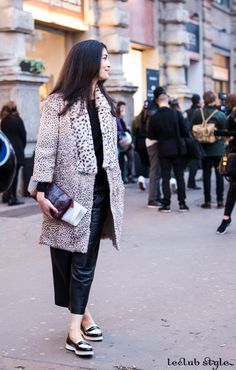 Womenswear Street Style by Ángel Robles. Caroline Issa at Jil Sander show, Milano, wearing leather, animal print coat and bicolor loafers. Fashion Photography from Milan Fashion Week.