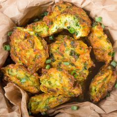 You'll won't resist these Zucchini Fritters, a quick and easy finger food! Delicious to taste hot and cold Italian Recipes, New Recipes, Favorite Recipes, Healthy Recipes, Vegan Recepies, Shrimp Salad Recipes, Good Food, Yummy Food, Light In