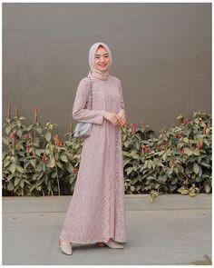 Hijab Gown, Hijab Dress Party, Hijab Style Dress, Casual Hijab Outfit, Dress Outfits, Dress Brokat Muslim, Dress Brokat Modern, Dress Pesta, Muslim Dress
