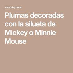 Plumas decoradas con la silueta de Mickey o Minnie Mouse
