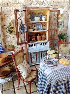 MaritzaMiniatures French Country (Plates by Lavender Dilly etsy. Pie by Cynthia Lauren Sperin etsy) ❤