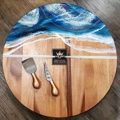 [New] The 10 All-Time Best Home Decor (Right Now) - Ideas by Kathern Rust - (SWIPE for VIDEO! Made with several layers for that deep LUX Ocean look round on wood! Epoxy Resin Table, Epoxy Resin Art, Wood Resin, Acrylic Resin, Lazy Susan Table, Epoxy Countertop, Diy Cutting Board, Resin Artwork, Resin Crafts