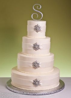 With navy blue ribbons!!!!!!     wedding cake idea
