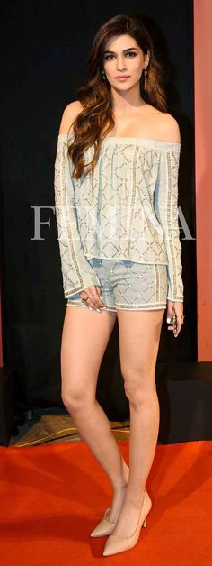 Still looking for a date-night outfit idea? We are here to help you —Femina.in Kriti Sanon Indian Actress Hot Pics, Indian Bollywood Actress, Bollywood Girls, Beautiful Bollywood Actress, Most Beautiful Indian Actress, Bollywood Fashion, Indian Actresses, Bollywood Images, Bollywood Saree