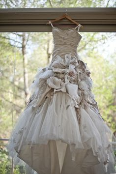 "ian stuart flowerbomb dress Ian Stuarts stunning "" Flowerbomb "" designer wedding dress for . Beautiful Gowns, Beautiful Outfits, Ball Dresses, Ball Gowns, Bridal Gowns, Wedding Gowns, Modest Wedding, Estilo Tribal, Steampunk Wedding"