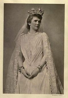 Queen Elisabeth of Romania Romanian Royal Family, German Royal Family, Royal Brides, Royal Weddings, Elisabeth, Kaiser, Tiaras And Crowns, Red Hats, Lady And Gentlemen