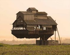 Unusual Architecture Around the World Stunning Pics) - Part 3 Crazy Home, Unusual Buildings, Floating House, Unusual Homes, Old Barns, Cool Places To Visit, Scary Places, Architecture Design, Creative Architecture