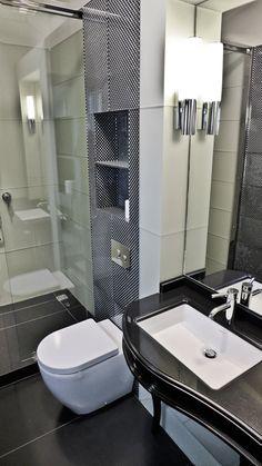 Biało-czarna łazienka w nowoczesnym stylu - Architektura, wnętrza, technologia, design - HomeSquare Toilet, Bathtub, Bathroom, Home Decor, Design, Standing Bath, Washroom, Flush Toilet, Decoration Home