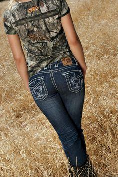 Girls with Guns Clothing @Mossy Oak Treestand Camo & Orange Logo Tee, and @DirtRoadJeans #HotDoe Jeans = Cute #CountryGirl #Fashion!