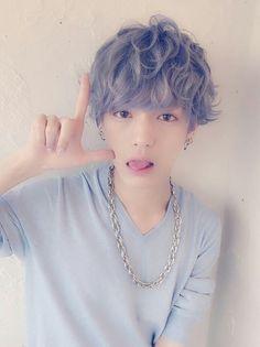 New hair curly asian boy ideas Korean Men Hairstyle, Korean Haircut, Cute Korean Boys, Asian Boys, Pretty Boys, Cute Boys, Pelo Ulzzang, Ulzzang Hair, Ulzzang Boy
