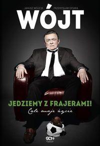 Janusz Wójcik – polityk, piłkarz oraz trener, który choć dla wielu osób kojarzy się z korupcją w futbolu to jednak nie można odebrać mu wielkich polskich sukcesów, unikalnych metod motywacji czy wielkiego poczucia humoru. http://www.dom-ksiazki.pl/sportowcy/wojt-jedziemy-z-frajerami-cale-moje-zycie