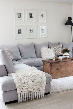 Beautiful Small Living Rooms That Work. Check out these small living room ideas and design schemes for tiny spaces. Take a look at the best small living room ideas. Small Apartment Living, Living Room On A Budget, Small Apartment Decorating, Living Room Remodel, Small Living Rooms, Living Room Designs, Modern Living, Small Apartments, Cheap Apartment