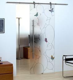 Porta scorrevole in vetro temperato. Decorazione: Incisione con dettagli dipinti a mano su fondo satinato.
