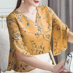 RibbonFish Women Summer Style Flower Printed Blouses Shirts Lady Casual Short Flare Sleeve Bow Tie V-Neck Blusas Kurti Sleeves Design, Sleeves Designs For Dresses, Dress Neck Designs, Sleeve Designs, Kurta Designs, Blouse Designs, Indian Designer Wear, Women's Summer Fashion, Blouse Styles