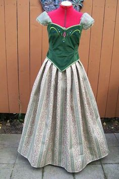 Anna's green dress - can someone seriously make this for me??
