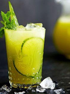 Sitrushedelmät ja kurkku tuovat raikkaan tuulahduksen keväästä. Tässä kolme alkoholitonta juomavinkkiä pääsiäispyhiksi.
